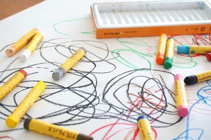 crayon-2009816_1920-1024x683